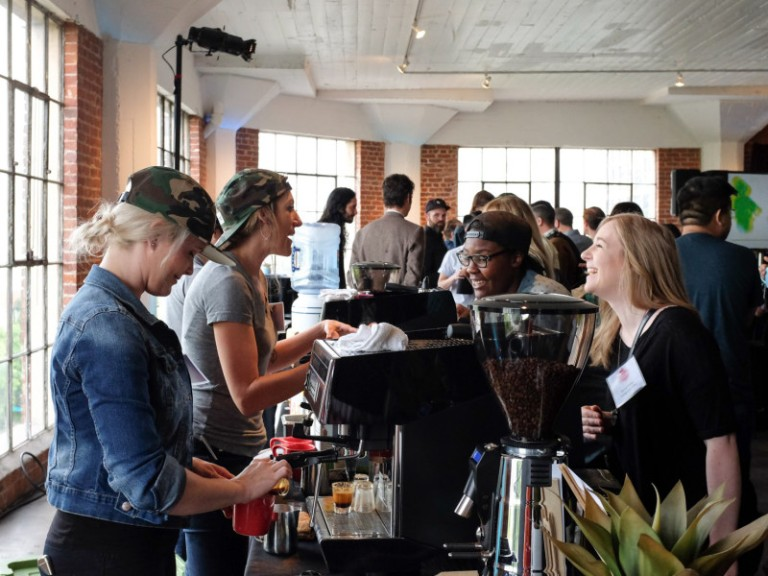 Sprudge-Bloom-LizChai-01_Bloom_EspressoBar_UNIC_VerveBaristas_Crowd-800x600